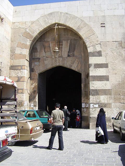 Aleppo_Qunnesrin_gate.jpg