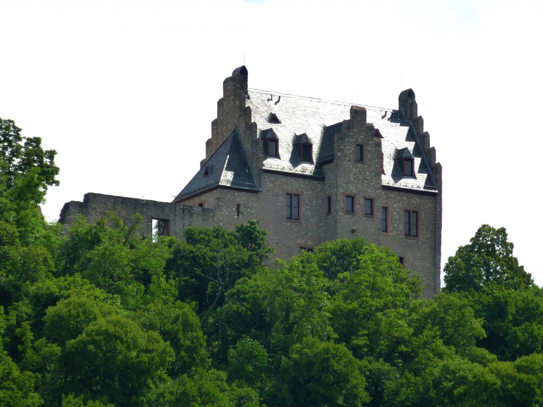 Altenbamberg_–_die_Altenbaumburg_wurde_in_den_80er_Jahren_restauriert_-_panoramio.jpg
