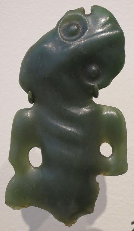 Amulet_(hei_tiki),_Maori_people,_Honolulu_Museum_of_Art,_12762.JPG