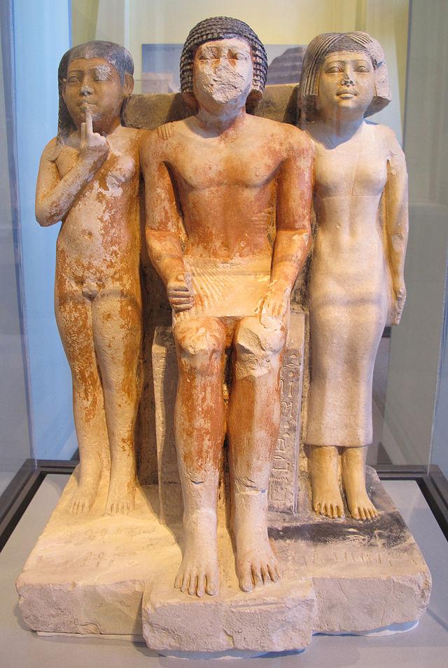 Antico_regno,_fine_della_V_dinastia,_statua_di_nykara_e_la_sua_famiglia,_2455-2350_ac_ca..JPG