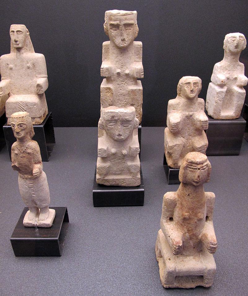 Antico_yemen,_al-jawf,_statuette_di_donne_sedute,_III-I_sec._ac._03.JPG