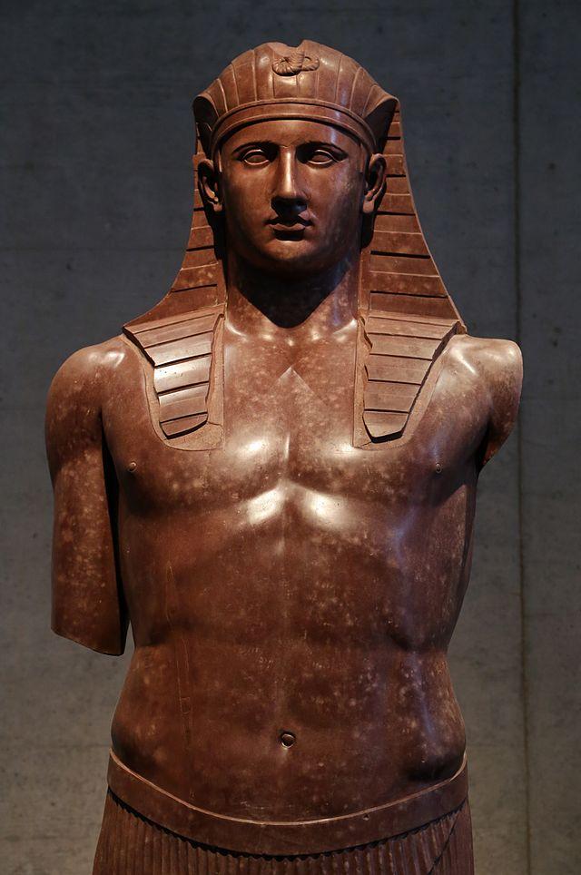Antinoos,_Villa_Hadriana_135_n._Chr.,_Aegyptisches_Museum,_Muenchen-3.jpg
