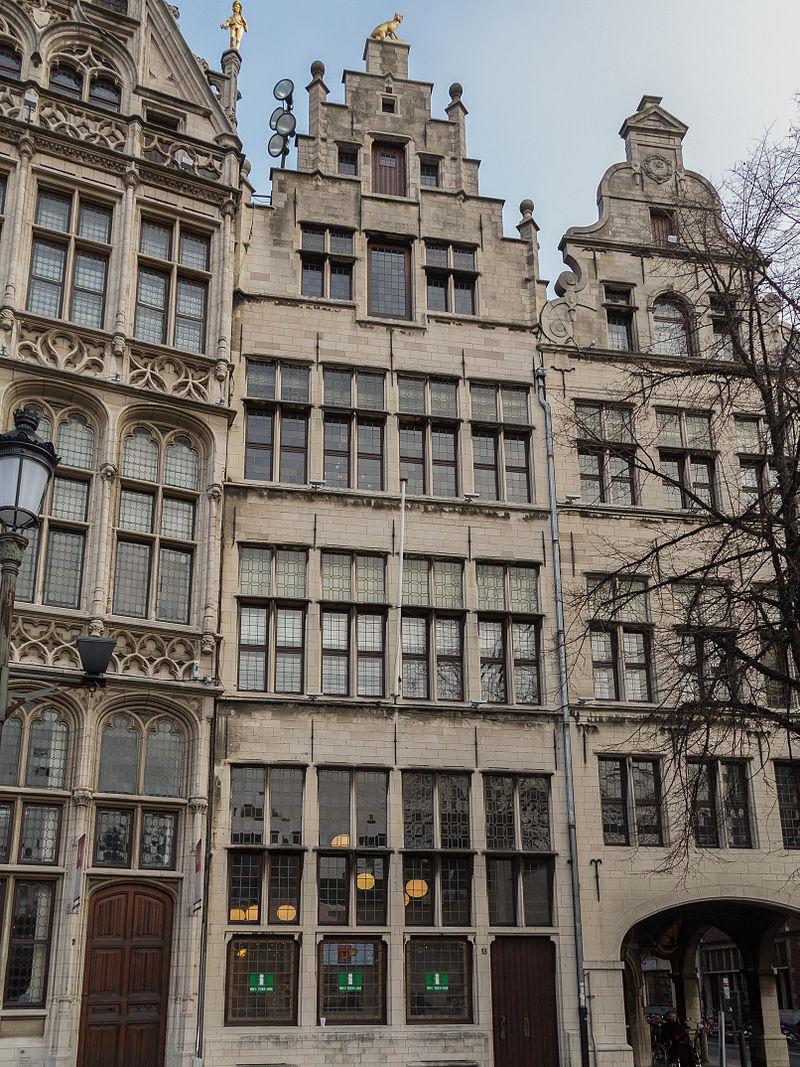 Antwerpen,_Diephuis_Huis_de_Vos_Grote_Markt_13_oeg4038_foto3_2014-12-14_11.21.jpg