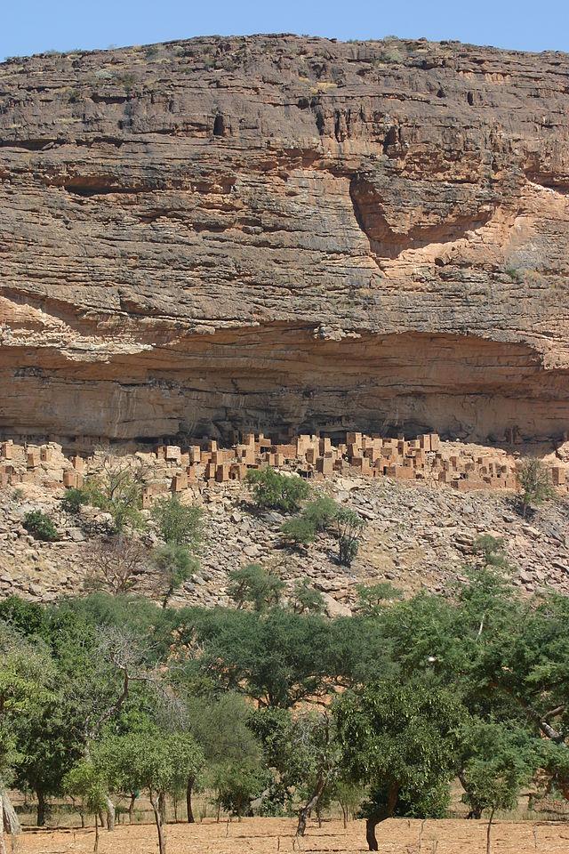 Bandiagara_escarpment2.jpg