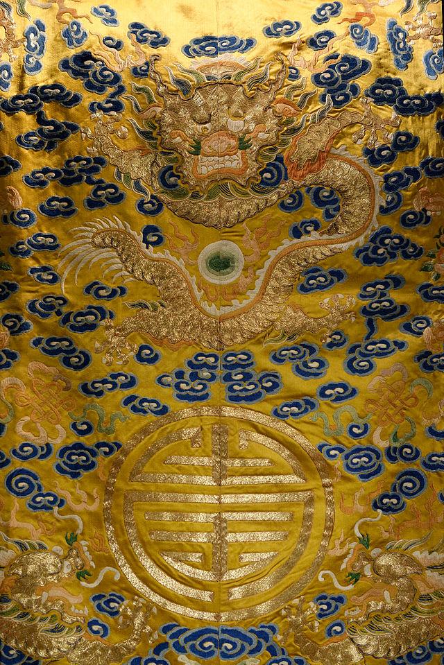 Bao_Dai_imperial_robe_private_collection_EDAV.jpg