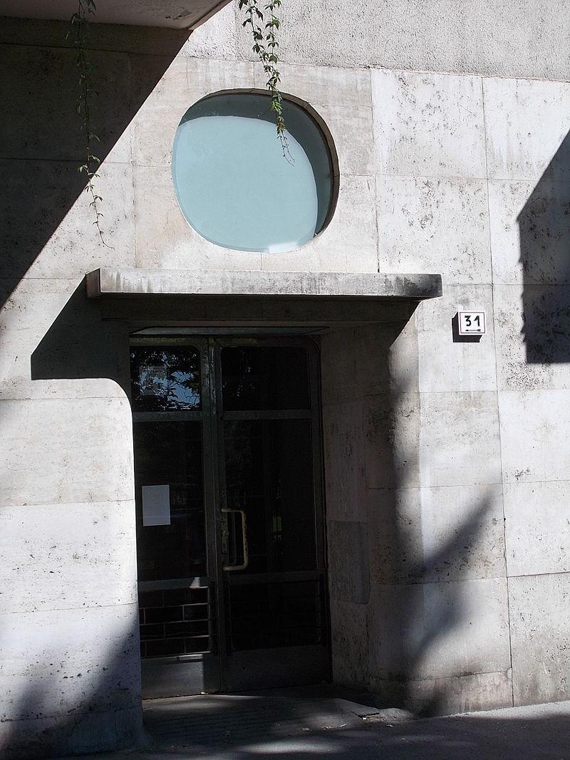 Bauhaus._Street_door._-_Szent_István_park_31,_Budapest.JPG