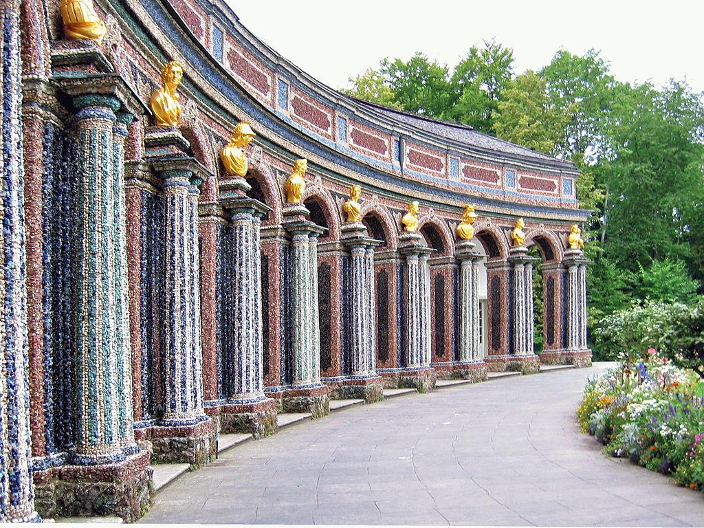 Bayreuth,_Eremitage,_Neues_Schloss,_Arkadentrakt.jpg