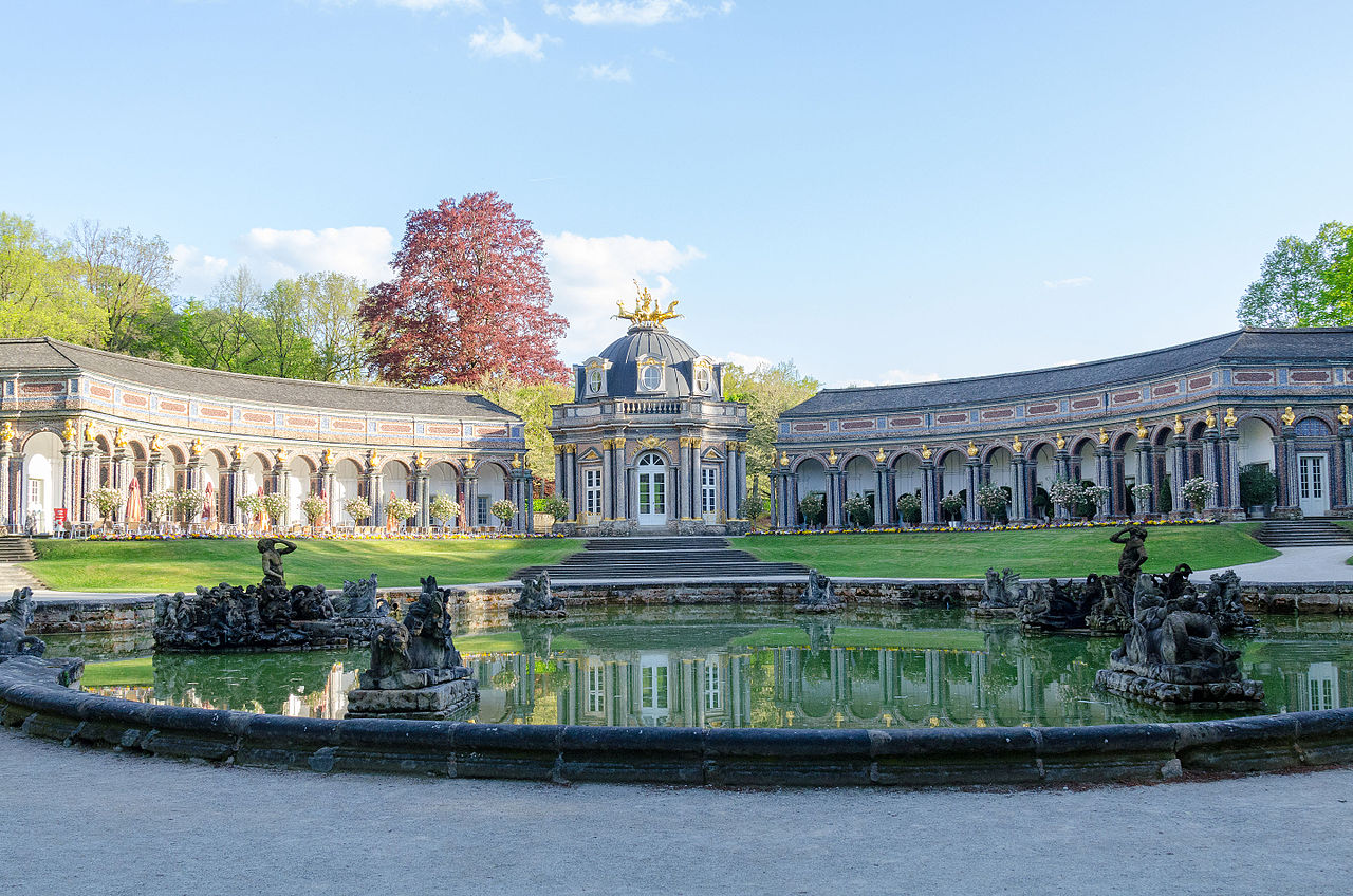 Bayreuth,_Eremitage,_Neues_Schloss,_großes_Basin-010.jpg