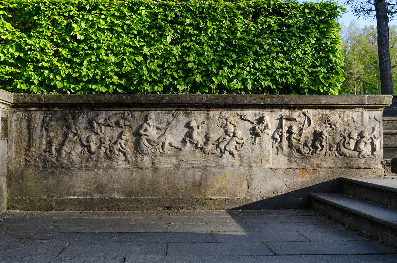 Bayreuth,_Eremitage,_Neues_Schloss,_Reliefe_am_Treppenaufgang-011.jpg
