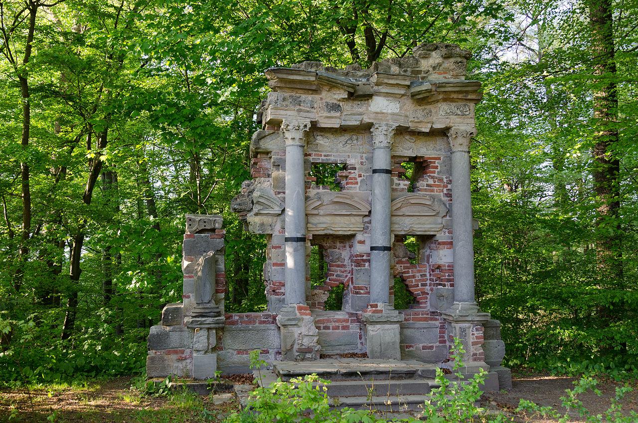 Bayreuth,_Eremitage,Antikisches_Grabmal-001.jpg