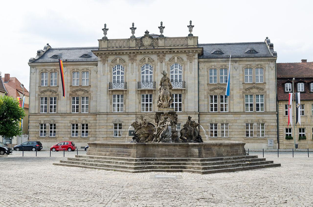 Bayreuth,_Neues_Schloß,_Markgrafenbrunnen-002.jpg