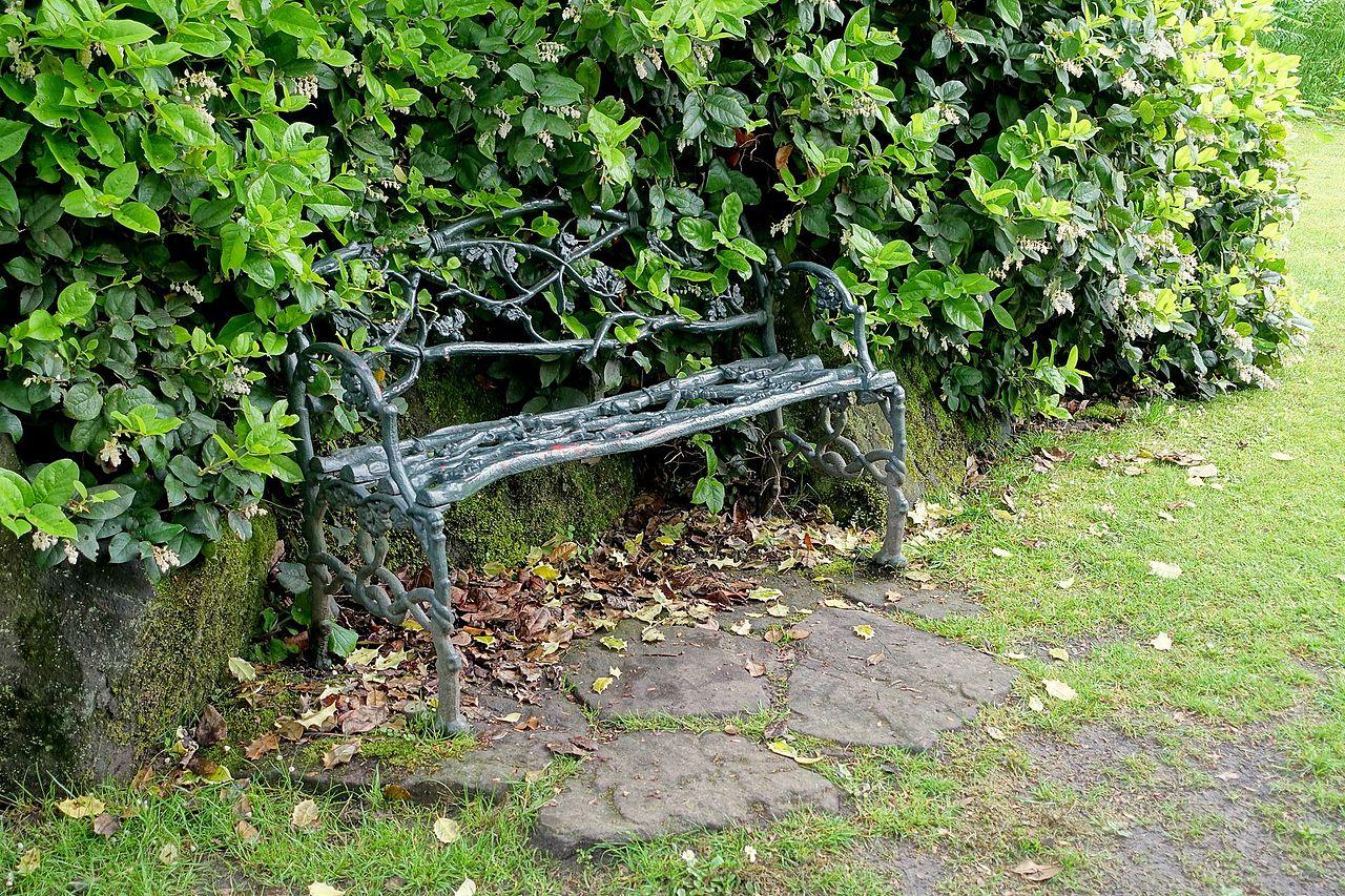 Bench_-_Biddulph_Grange_Garden_-_Staffordshire,_England_-_DSC09214.jpg