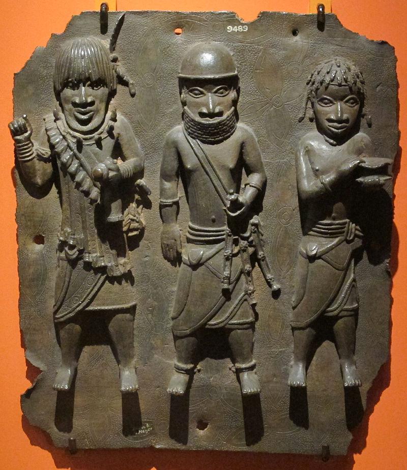 Benin,_placca_con_tre_guerrieri,_XVI-XVII_sec.JPG