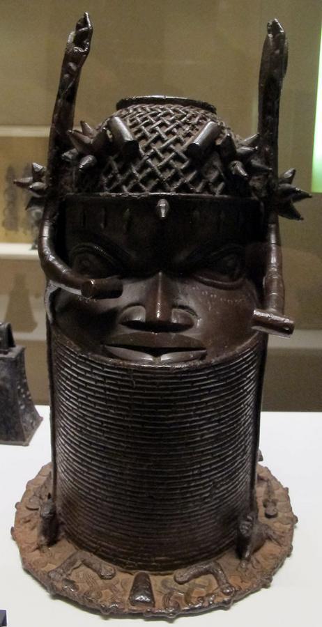 Benin,_testa_di_antenato_reale_uhunmwun_elao,_1850-1900_ca..JPG