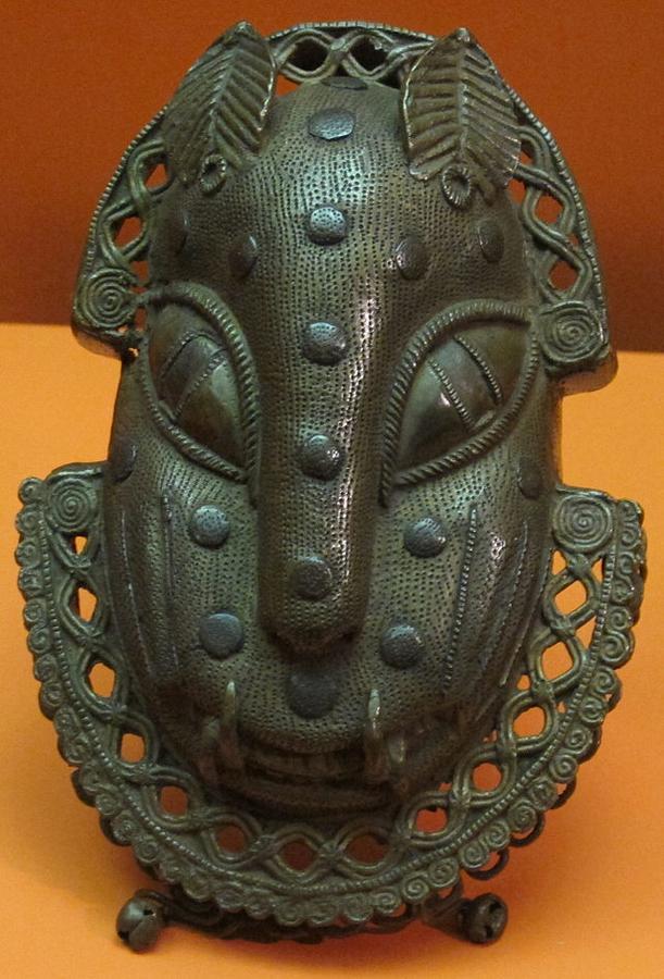 Benin,_testa_di_leopardo,_bronzo,_XVII-XVIII_sec.JPG