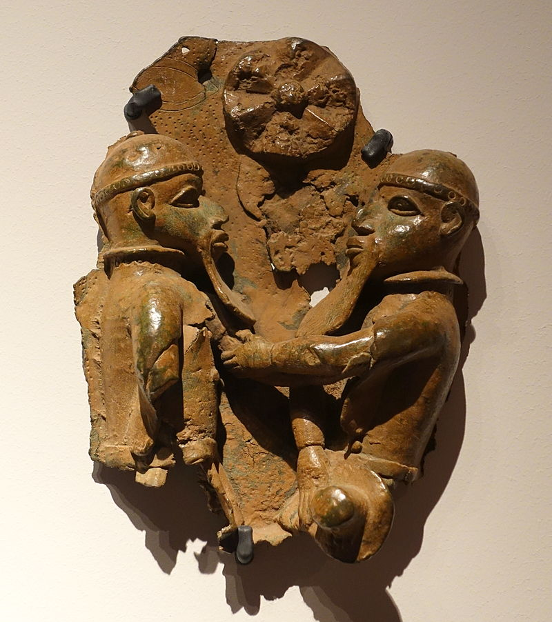 Benin_plaque_in_the_Ethnological_Museum,_Berlin_-_003.JPG