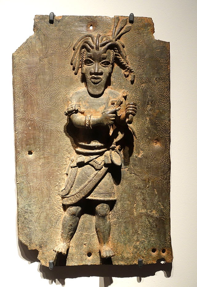 Benin_plaque_in_the_Ethnological_Museum,_Berlin_-_075.JPG