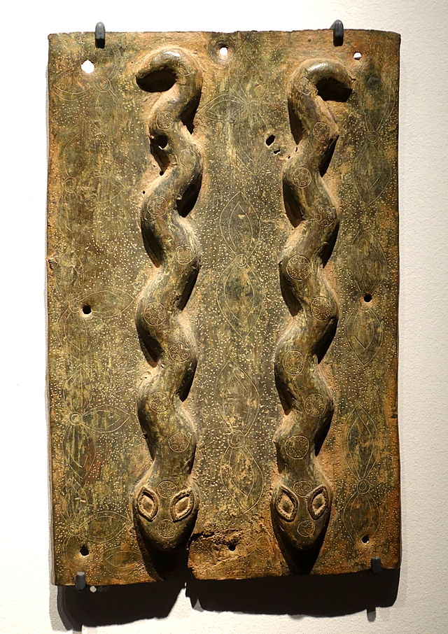 Benin_plaque_in_the_Ethnological_Museum,_Berlin_-_083.JPG