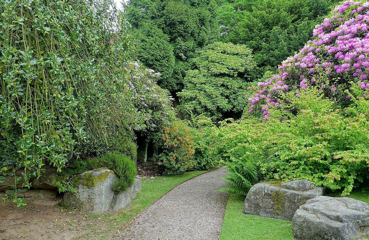 Biddulph_Grange_Garden_-_Staffordshire,_England_-_DSC09147.jpg