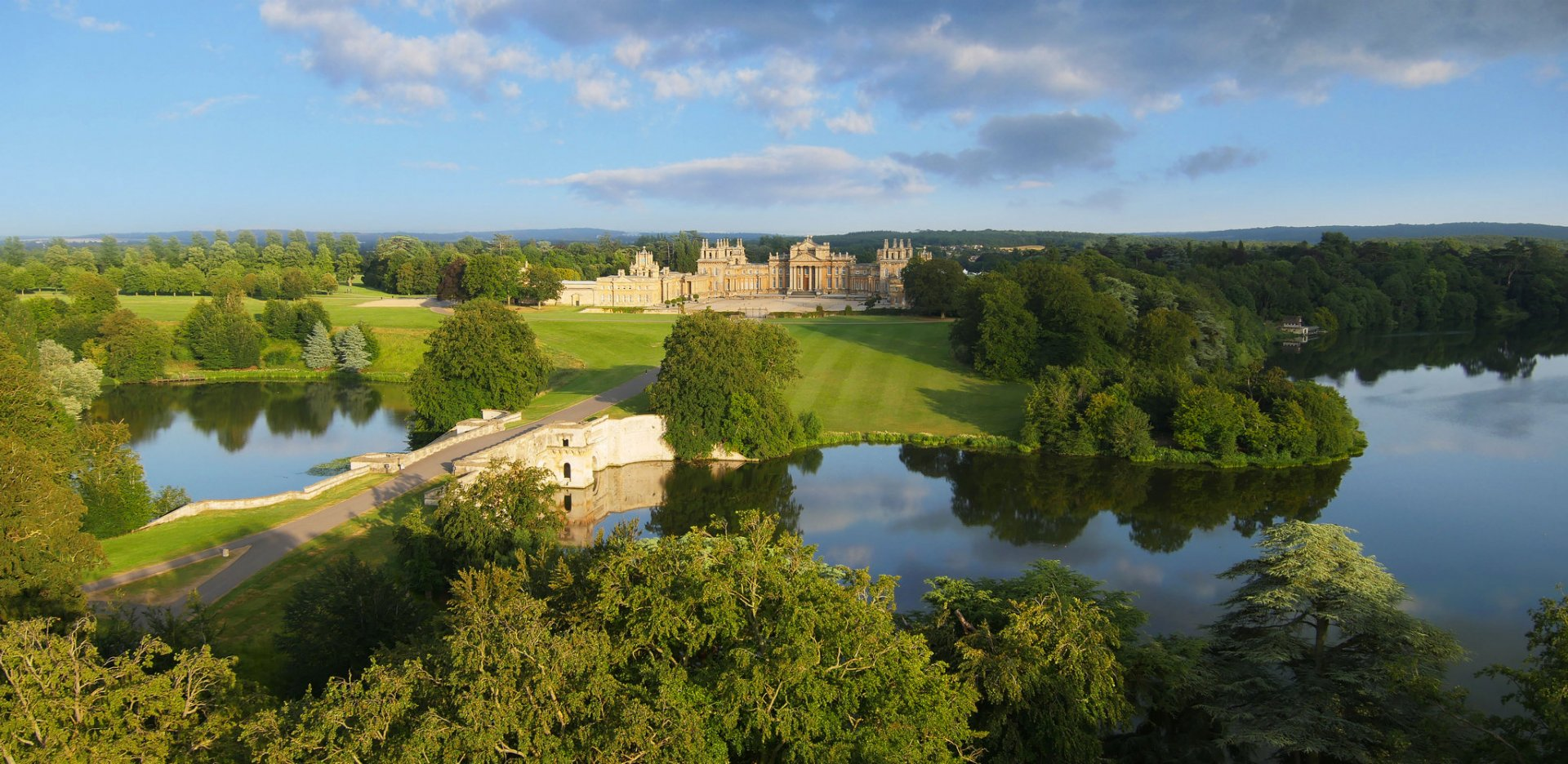 Blenheim Palace North Front Aerial Great Lakeп.jpg