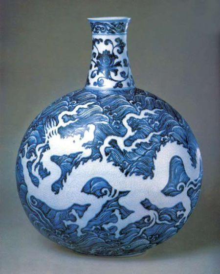 Blue-and-white-porcelain-flat-vase-with-dragon-pattern-of-Ming-Dynasty.jpg