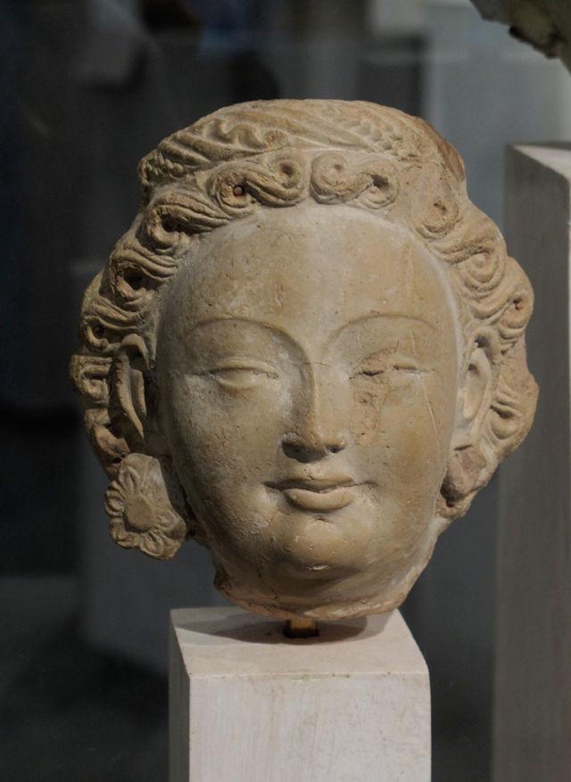 Bodhisattva_ou_devata._Tumshuq.__national_des_arts_asiatiques_Guimet.jpg