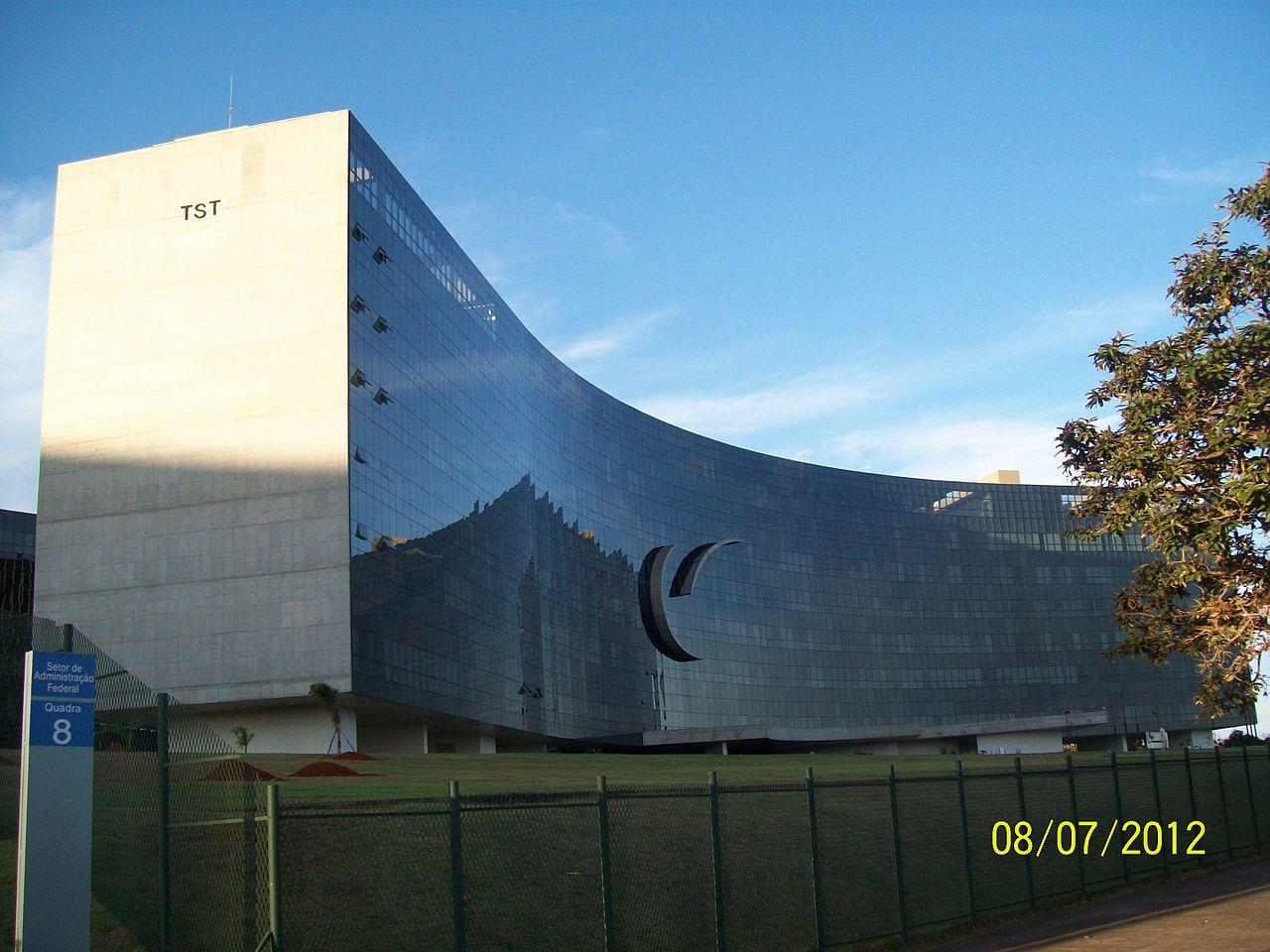 Brasilia_DF_Brasil_-_TST,_Tribunal_Superior_do_Trabalho_-_panoramio.jpg