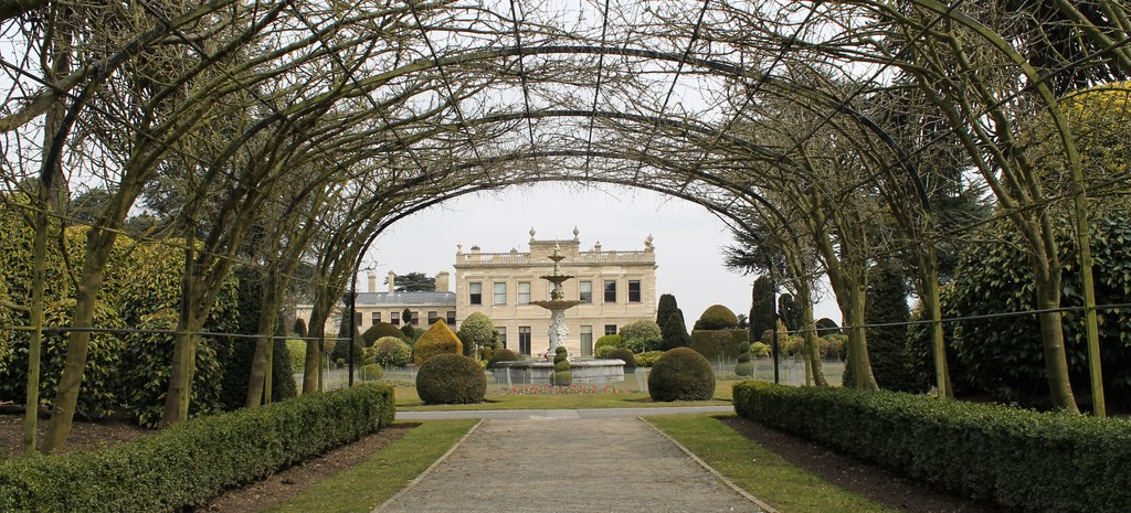 Brodsworth_Hall_(geograph_3399895).jpg