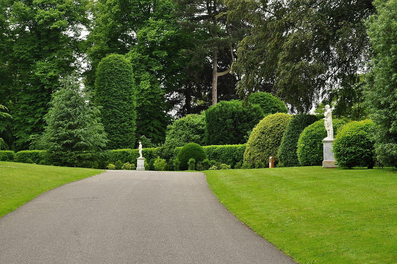 Brodsworth_Hall_driveway_(9019).jpg