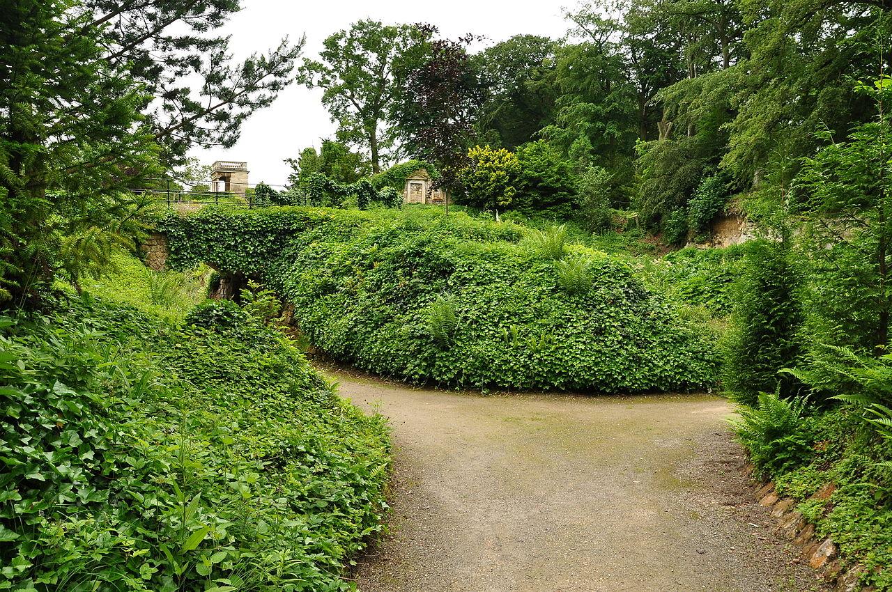 Brodsworth_Hall_garden_(9141).jpg