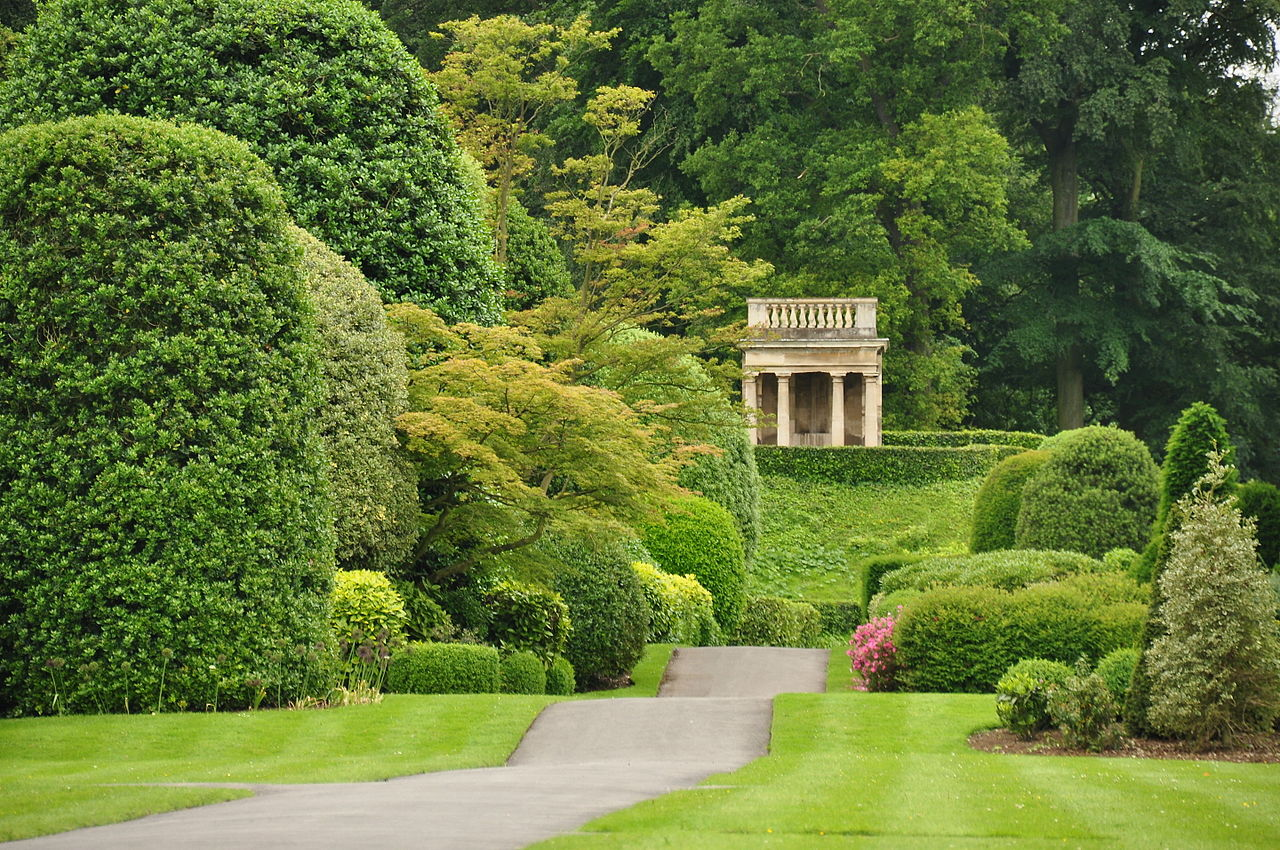 Brodsworth_Hall_gardens_(9028).jpg