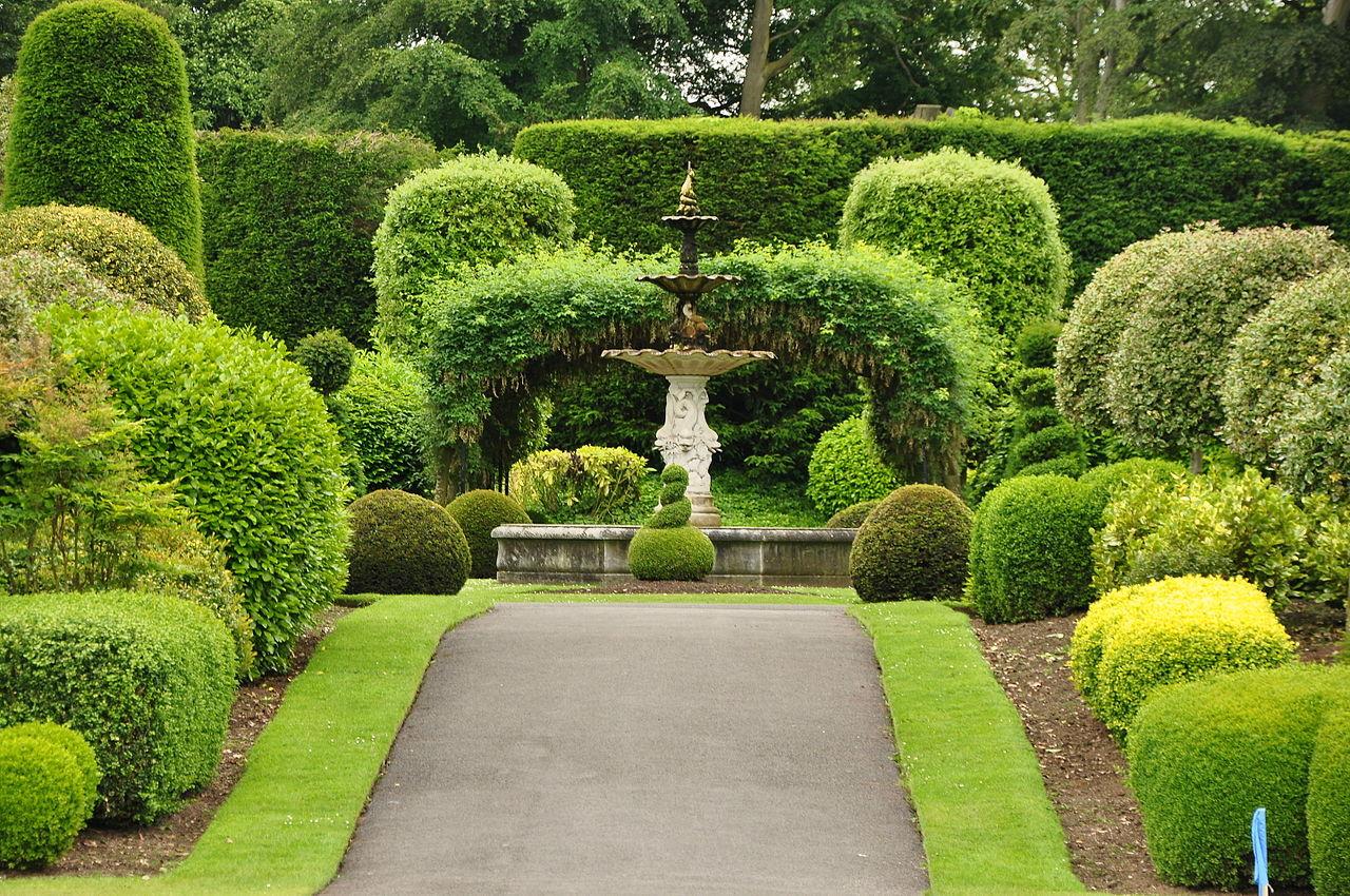 Brodsworth_Hall_gardens_(9042).jpg