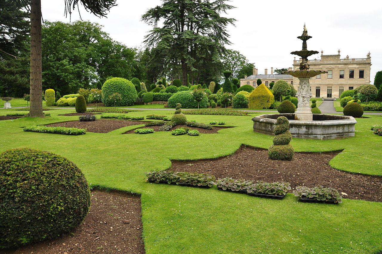 Brodsworth_Hall_gardens_(9053).jpg