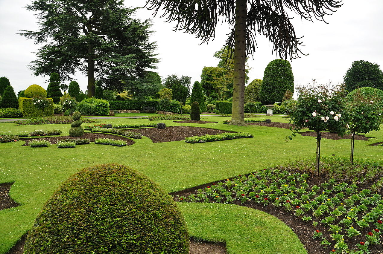 Brodsworth_Hall_gardens_(9055).jpg