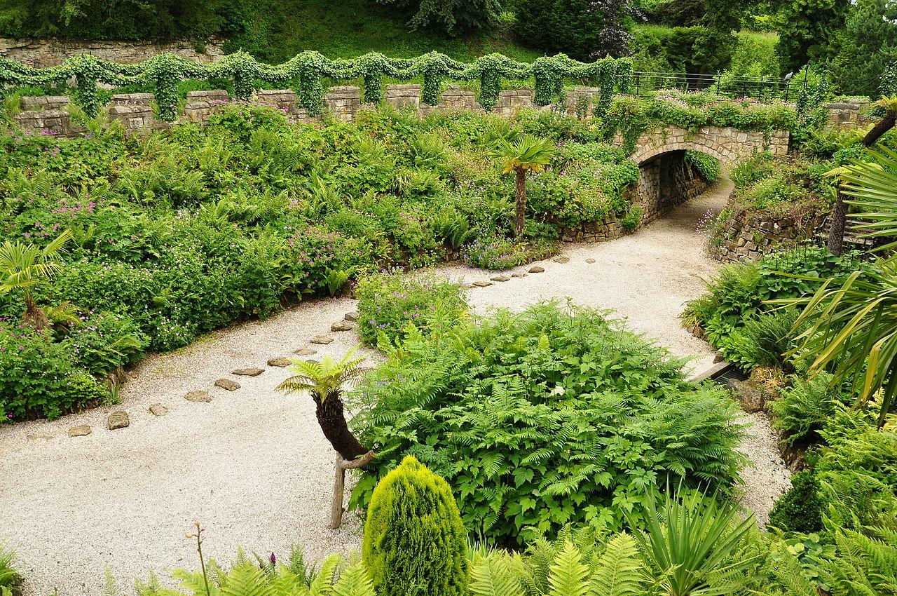 Brodsworth_Hall_gardens_(9088).jpg