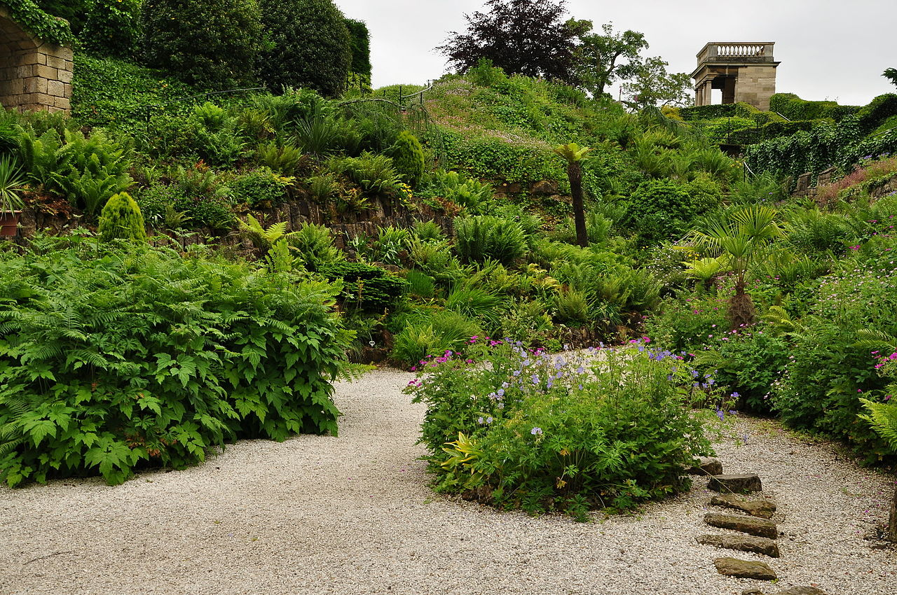 Brodsworth_Hall_gardens_(9093).jpg