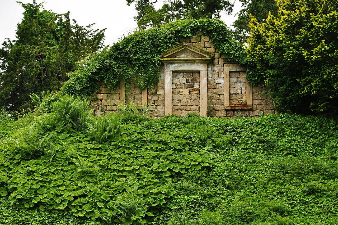 Brodsworth_Hall_gardens_(9105).jpg