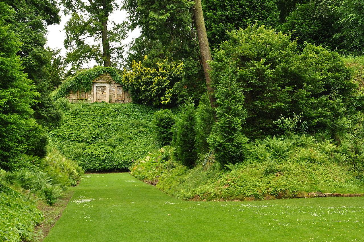 Brodsworth_Hall_gardens_(9109).jpg