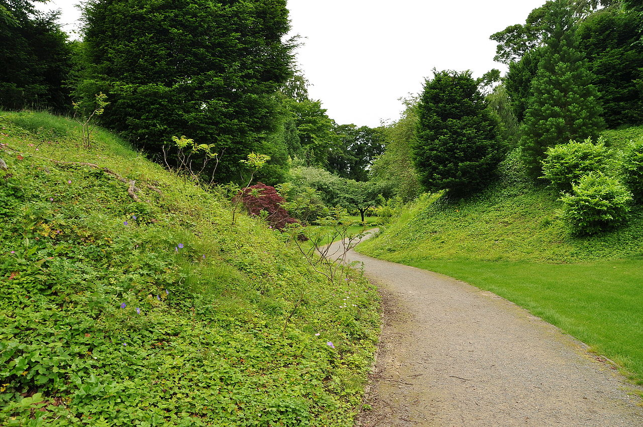 Brodsworth_Hall_gardens_(9139).jpg