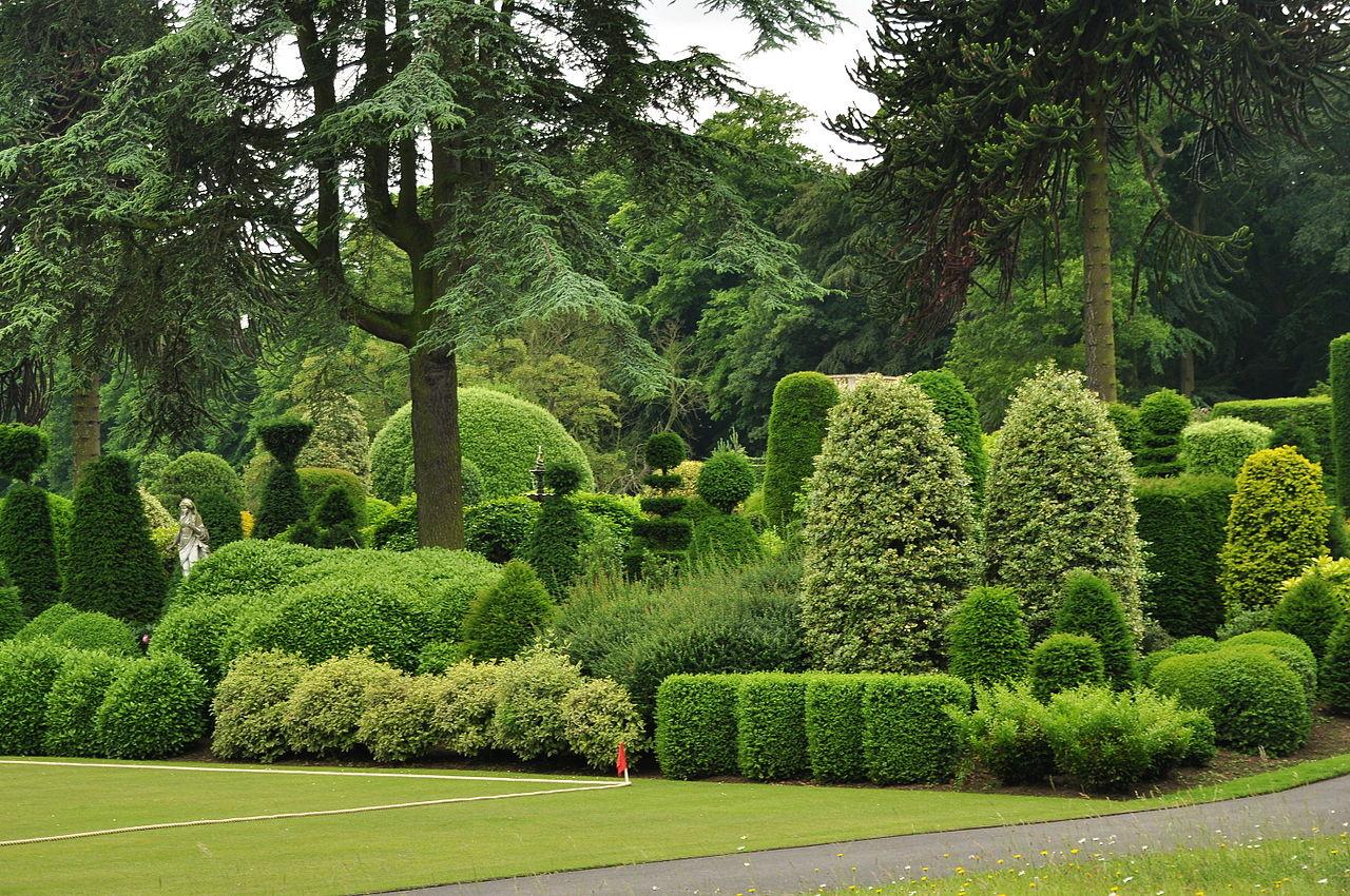 Brodsworth_Hall_gardens_(9299).jpg