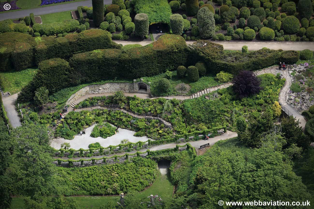 Brodsworth_Hall_Gardens_jc13241.jpg