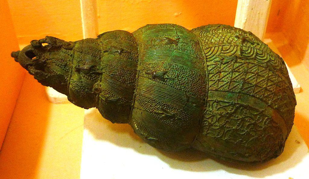 Bronze_ceremonial_vessel_in_form_of_a_snail_shell,_9th_century,_Igbo-Ukwu,_Nigeria.JPG