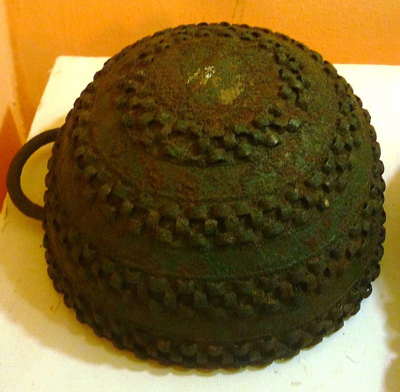 Bronze_pot,_Igbo-Ukwu,_9th_century.JPG