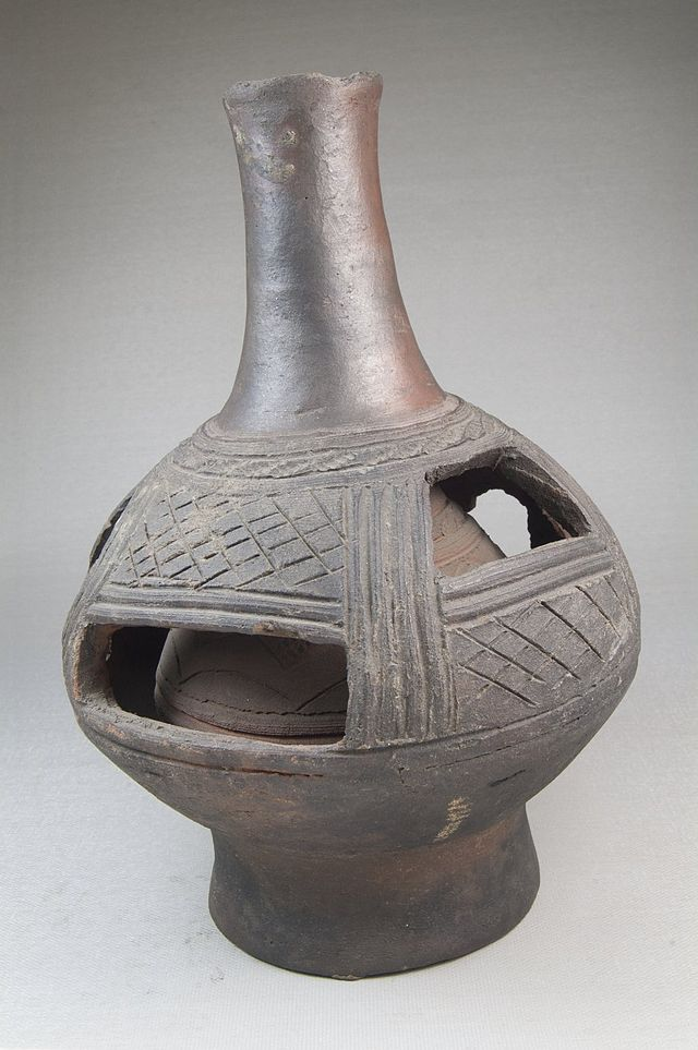 Brooklyn_Museum_22.1654_Vessel_Bottle.jpg