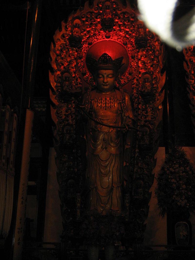 Buddha_statue_in_Jade_Buddha_Temple_5.jpg