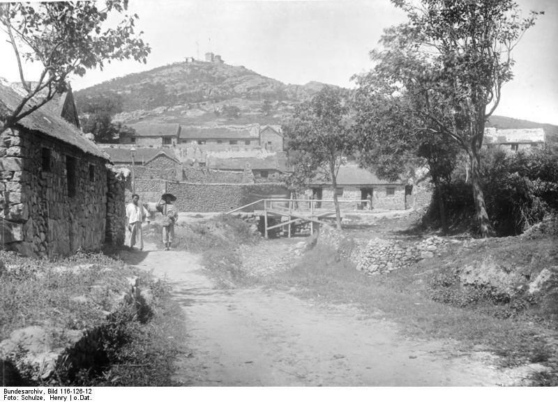Bundesarchiv_Bild_116-126-12,_China,_Tsingtau.jpg