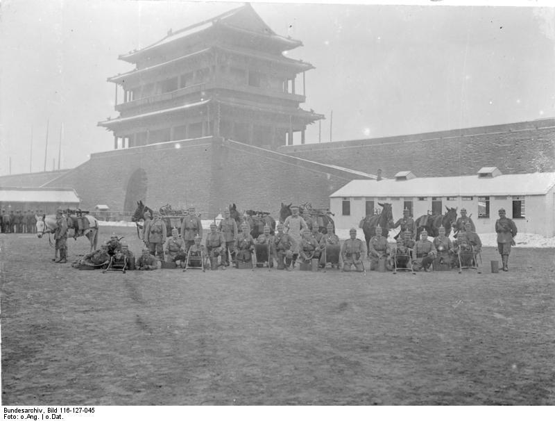 Bundesarchiv_Bild_116-127-045,_China,_Tsingtau-Maschinengewehr-Abteilung.jpg