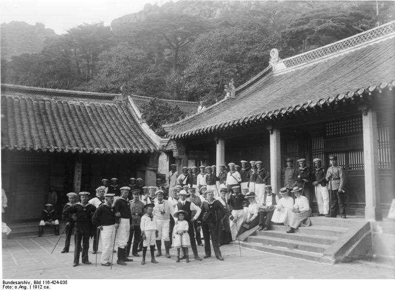 Bundesarchiv_Bild_116-424-035,_China,_Tsingtau.jpg