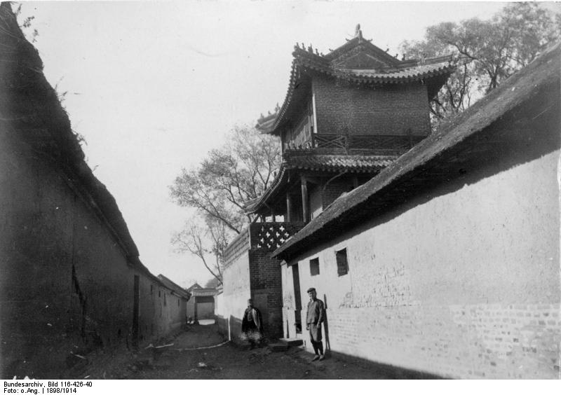Bundesarchiv_Bild_116-426-40,_Tsingtau,_Ortschaft.jpg