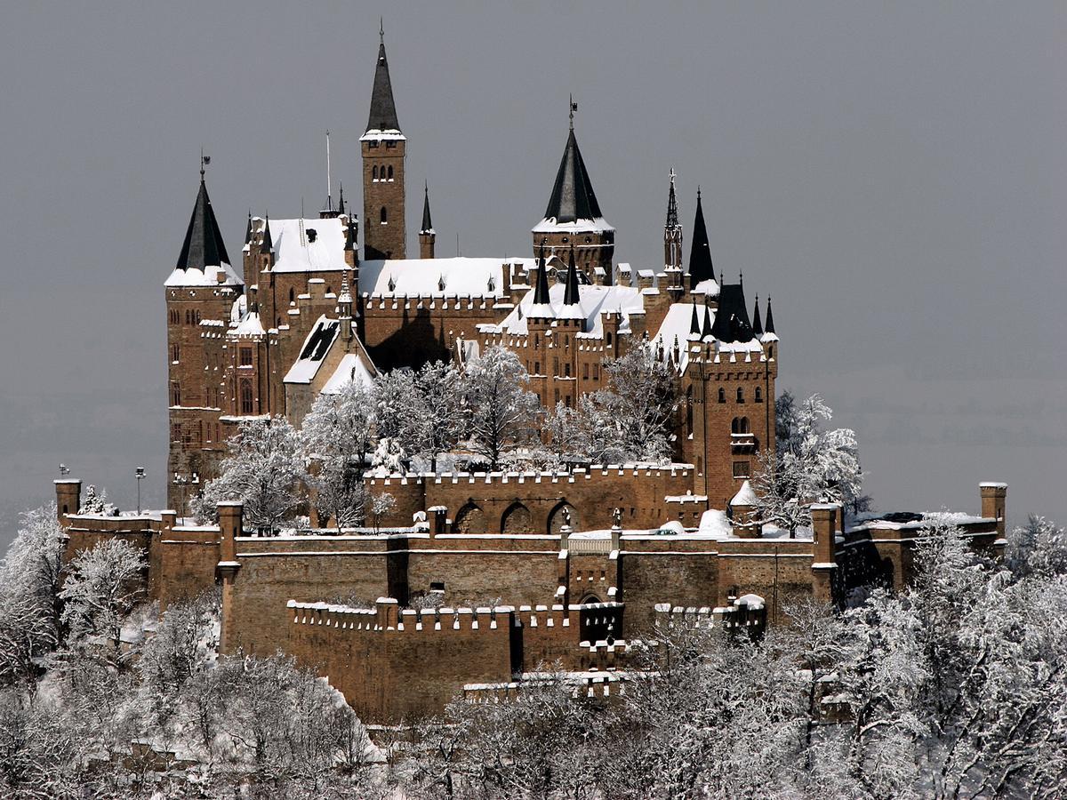 Burg_Hohenzollern_2_j.jpg